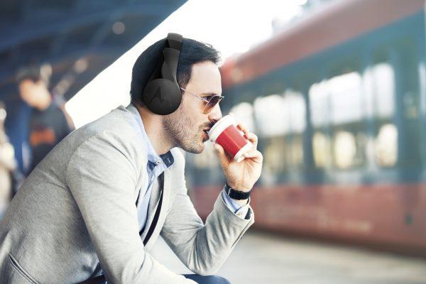 Motorola selecciona los mejores dispositivos de audio inteligente para el Día del Padre